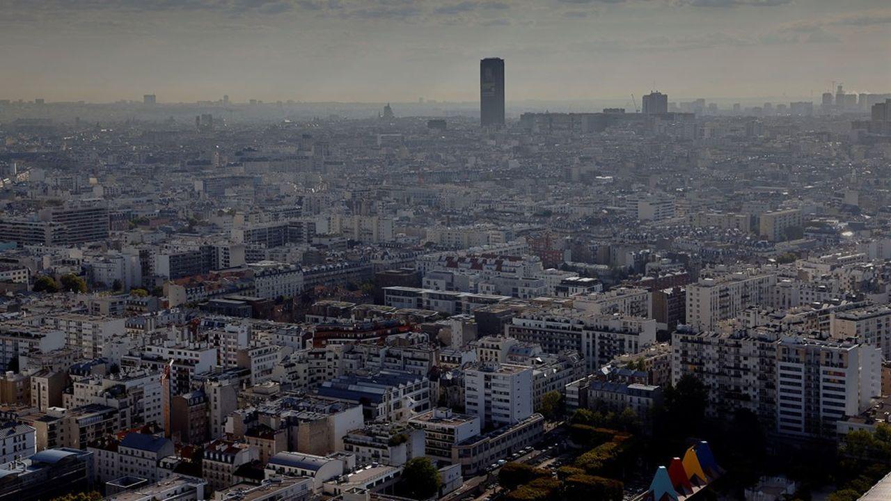 A Paris où la pollution de l'air aux particules fines et au dioxyde d'azote pose un grave problème sanitaire, une zone à faibles émissions (ZFE) existe déjà en vue de restreindre la circulation des véhicules les plus «sales».