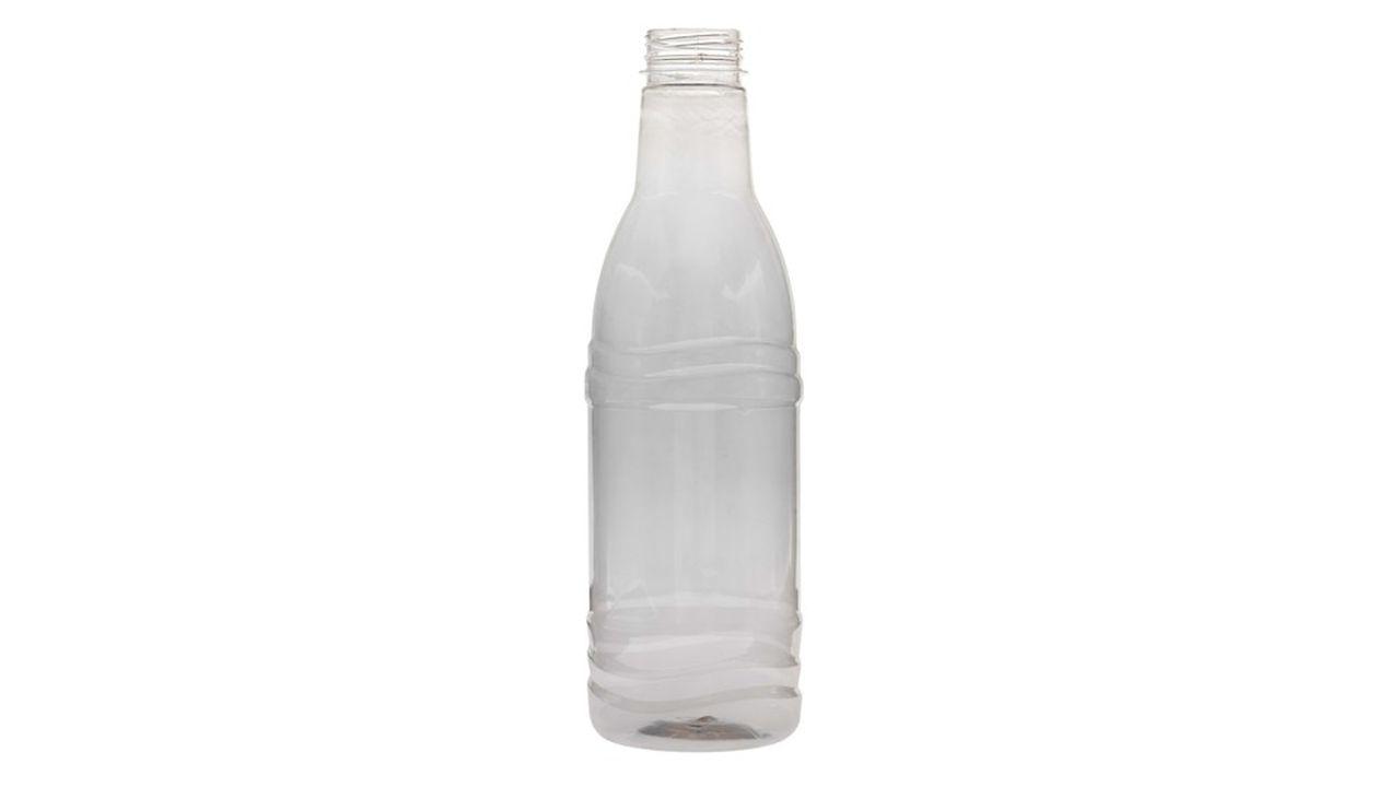 La toute première bouteille produite par Carbios à partir de déchets textiles à haute teneur en PET.