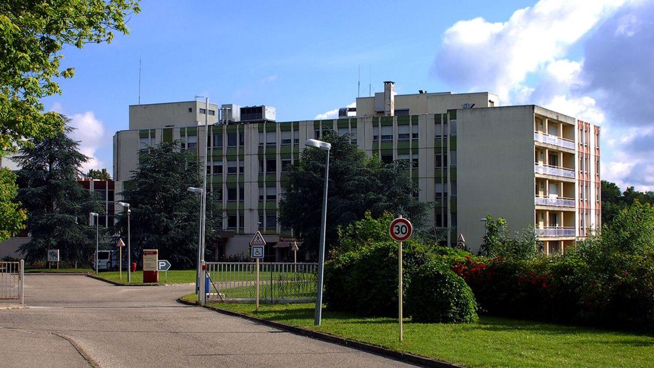 Des familles sans-abri sont hébergées sur le site de l'hôpital gériatrique Antoine Charial, à Francheville.