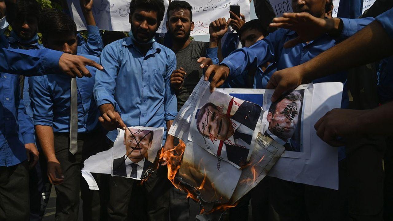 Depuis plusieurs semaines, les manifestations anti-français ont lieu dans les grandes villes du Pakistan, comme à Lahore (notre photo).