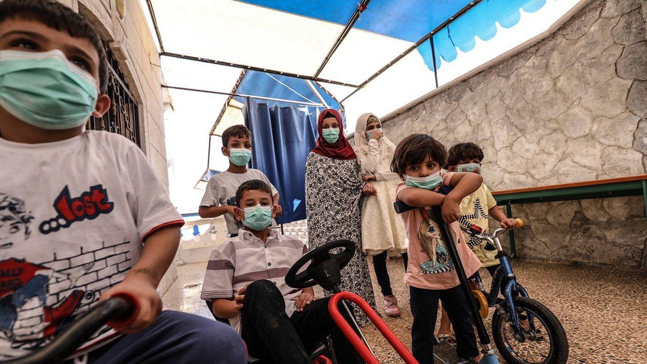 En cette période de pandémie, les enfants, comme ici dans un orphelinat à Idlib (Syrie), sont très souvent privés d'éducation en raison des fermetures d'écoles.