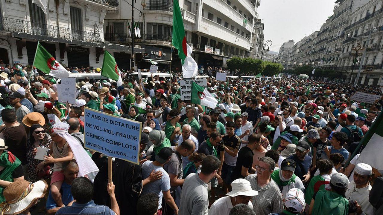 Lehirak, lemouvement de protestation en Algérie, s'est poursuivi après lachute d'Abdelaziz Bouteflika en avril2019. En pleine pandémie de Covid-19, la situation demeure préoccupante.