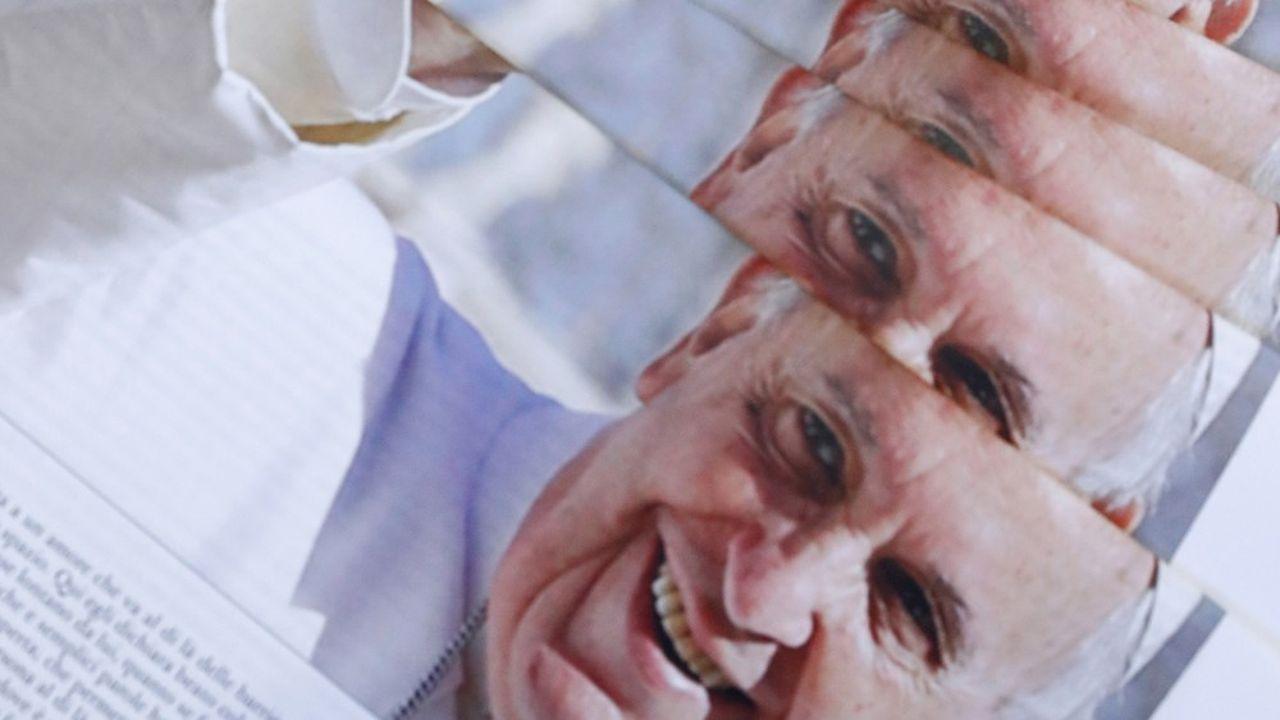 Le pape François à la une de « L'Osservatore Romano », le quotidien du Vatican, le 4 octobre 2020, à l'occasion de la publication de sa dernière encyclique, « Fratelli Tutti ». Par ses critiques du « système néolibéral » et des « dérives individualistes » de la mondialisation, ce texte a contrarié les plus conservateurs au sein de l'Eglise.