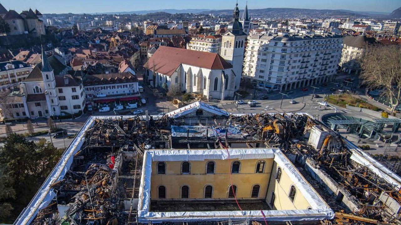 La reconstruction de l'hôtel de ville respectera son architecture initiale.