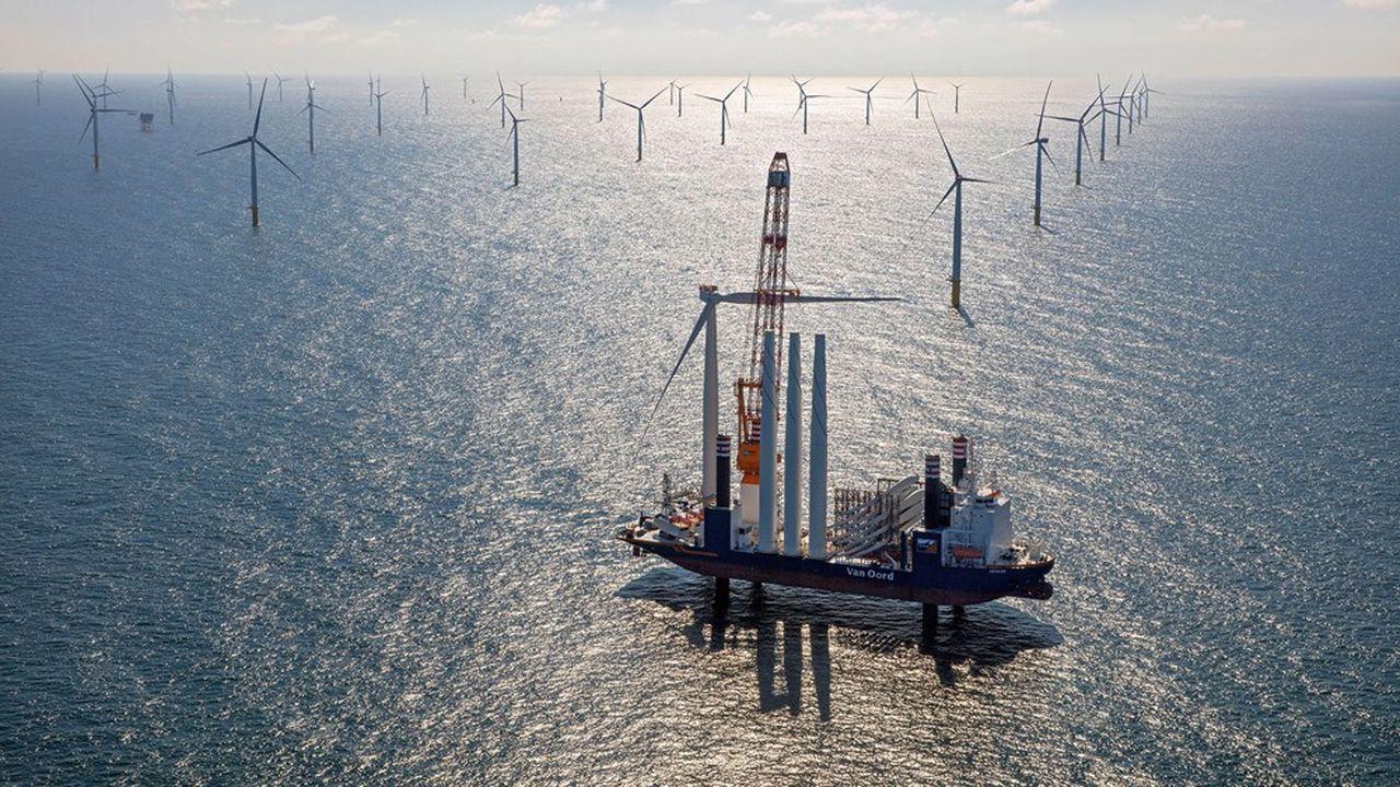 En dix ans, le coût actualisé de l'énergie éolienne en mer a chuté de 44%. En 2019, il évoluait entre 45 et 79euros le mégawattheure (MWh).