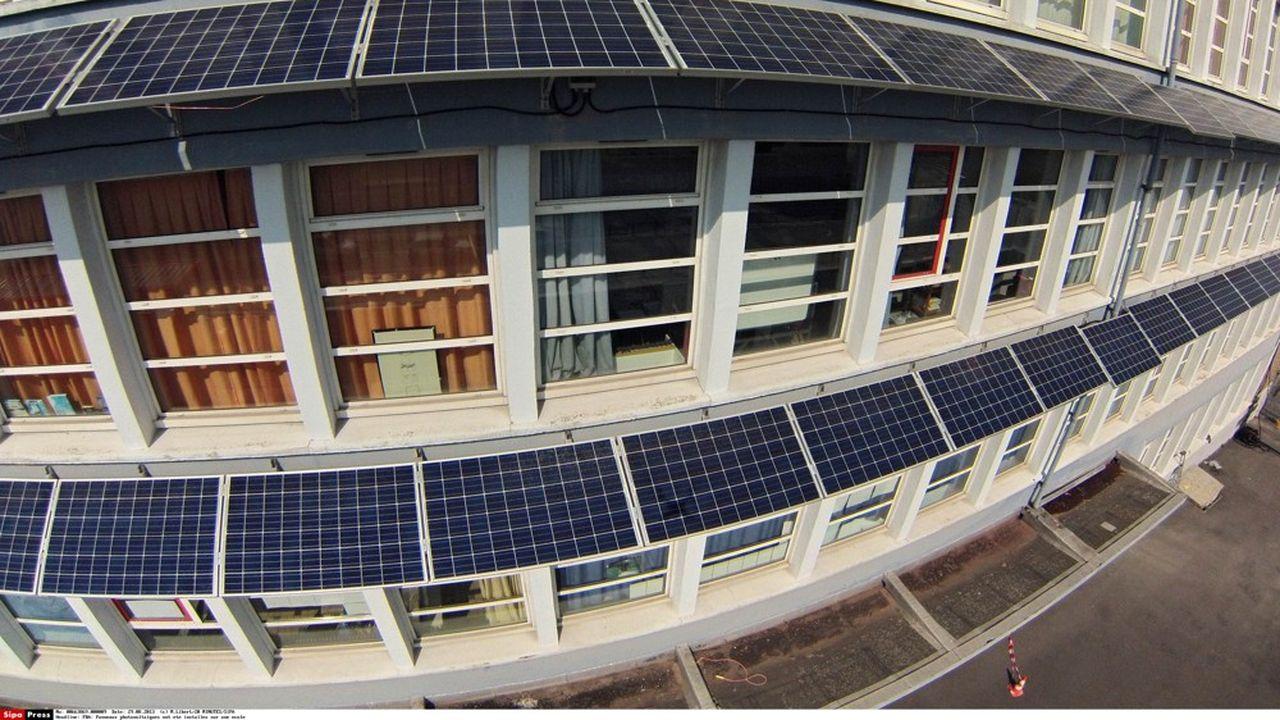 Des panneaux photovoltaïques pourraient être installés au dessus des écoles