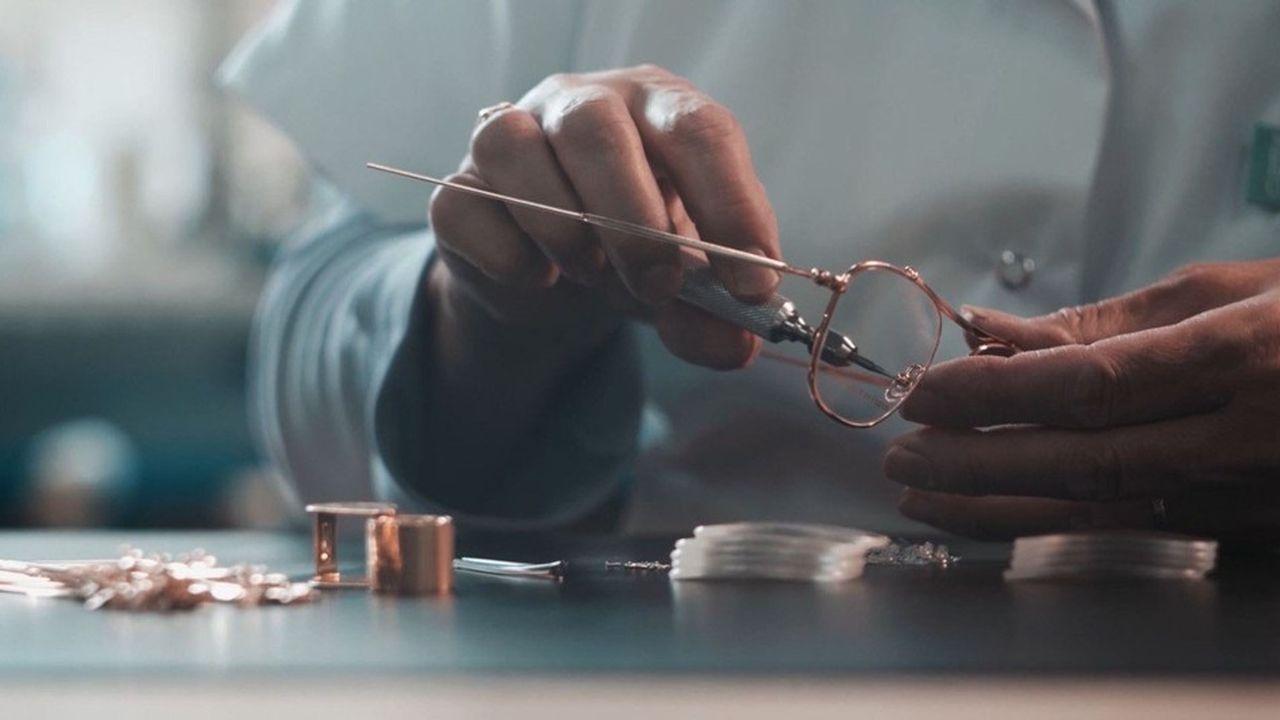 A Lons-le-Saunier, la manufacture Henry Jullien perpétue le savoir-faire du doublé or. Lamarque est l'une des quatre conservées par la nouvelle société.