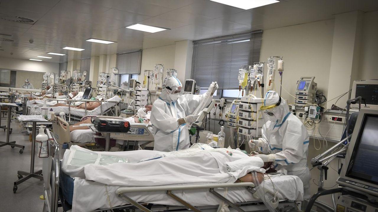 Les hôpitaux français traitent 31.875 personnes souffrant du COVID-19, la maladie provoquée par le nouveau coronavirus, dont 4.566 en réanimation.
