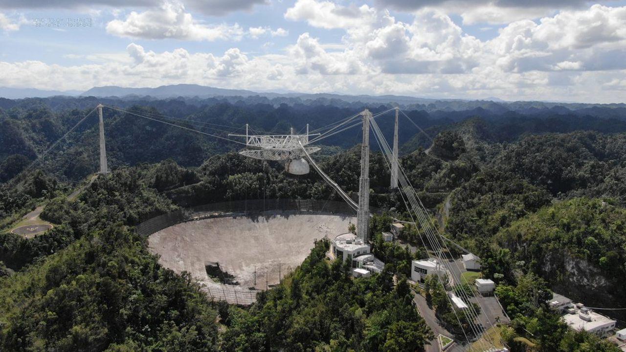 En août, l'un des câbles auxiliaires du télescope avait cédé, déchirant la surface du télescope sur une centaine de mètres.
