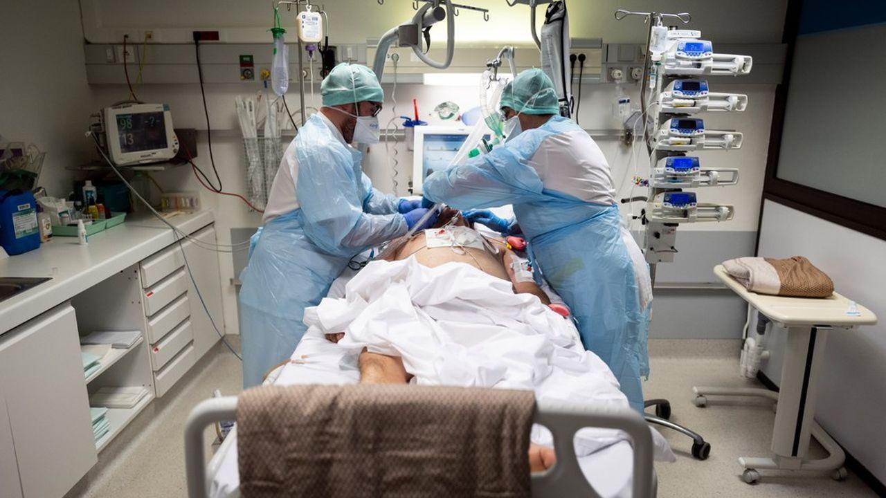 Les services de réanimation étaient occupés par 4.493 patients du Covid samedi, dont 220 nouvelles admissions.