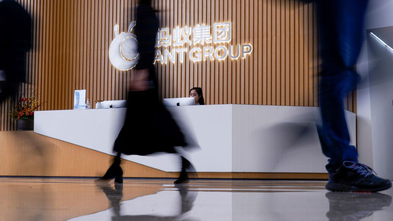 Le régulateur chinois n'a pas hésité a stoppé net l'introduction en Bourse de Ant Group, la filiale du géant Alibaba, à 48 heures de ce qui devait être la plus importante IPO de l'histoire.