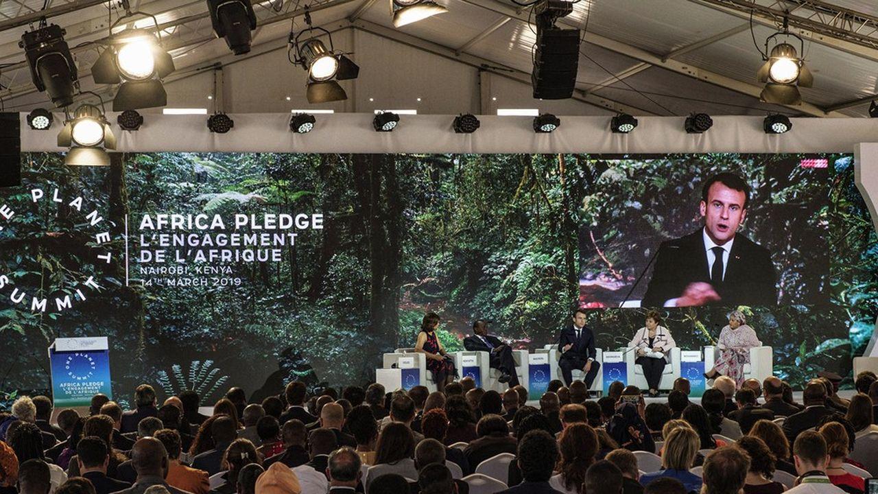 Emmanuel Macron s'exprimant en 2019 à Nairobi dans le cadre du One Planet Summit.