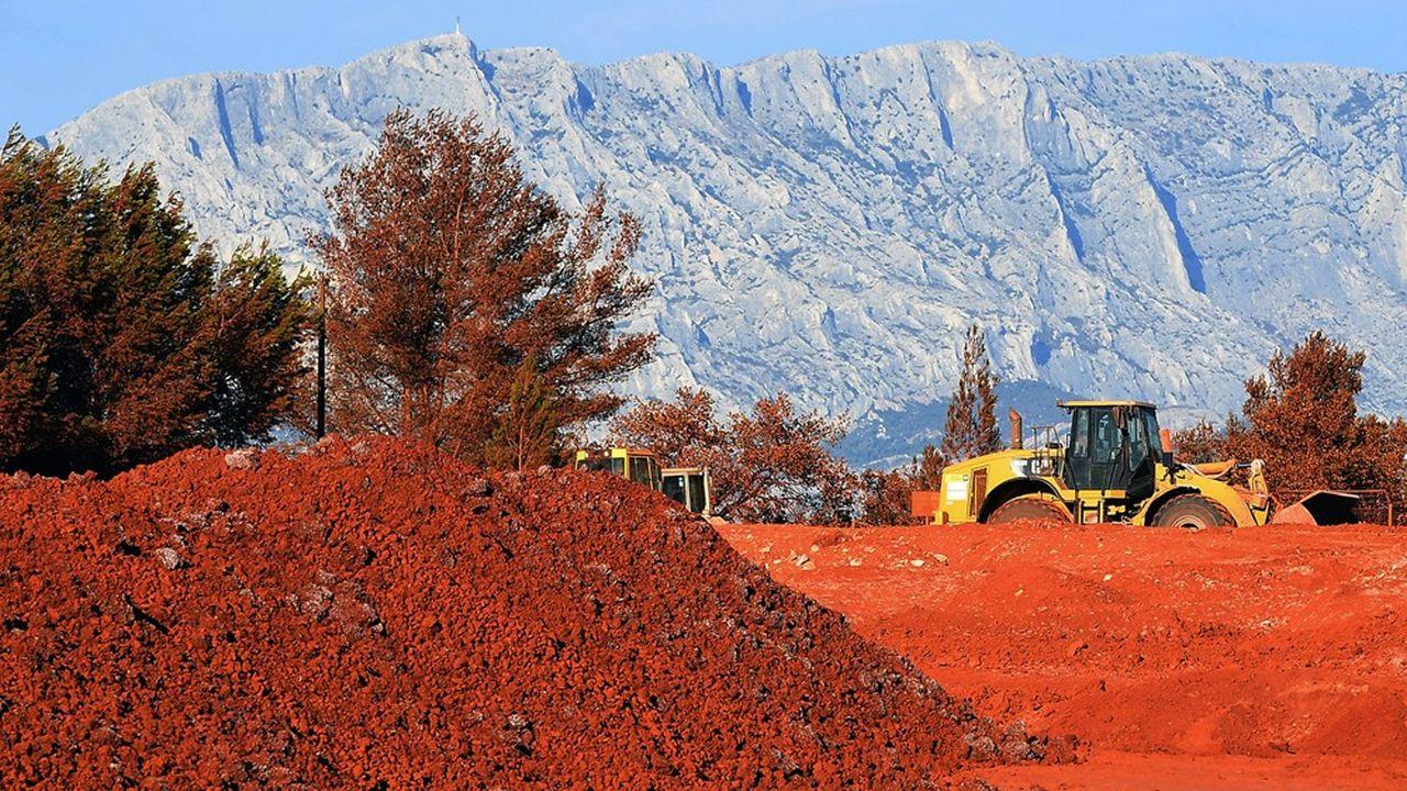 Les dizaines de millions de tonnes de boues rouges déversées dans la Méditerranée en 50 anset qui ont supprimé toute vie dans les fonds marins sont à l'origine d'un des plus grands écocides de France, dénoncent les ONG environnementales.