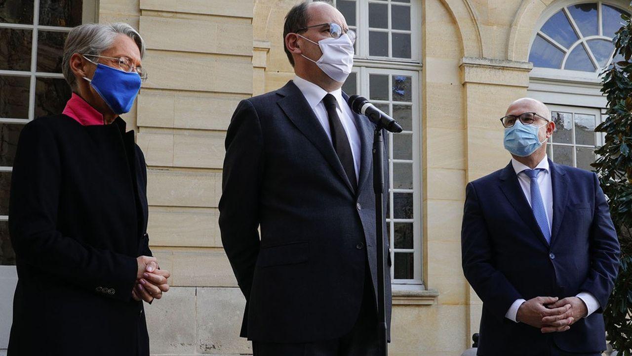 Le Premier ministre, Jean Castex, avec la ministre du Travail, Elisabeth Borne, et le secrétaire d'Etat à la Santé au travail, Laurent Pietraszewski.