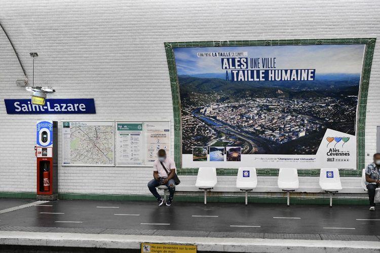 Campagne publicitaire financée par la ville d'Alès, ici à la station Saint-Lazare dans le métro parisien.