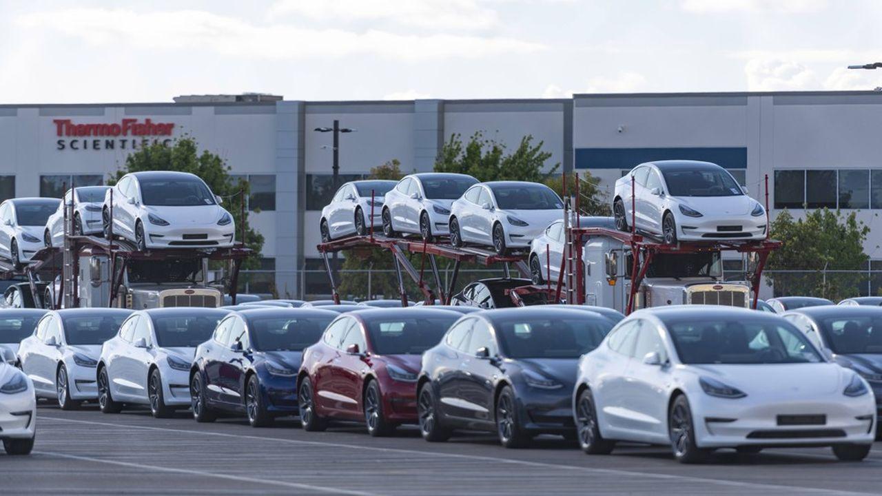 Les constructeurs américains de véhicules électriques, ici l'usine de Fremont de Tesla, attendent avec impatience les mesures promises par Joe Biden.