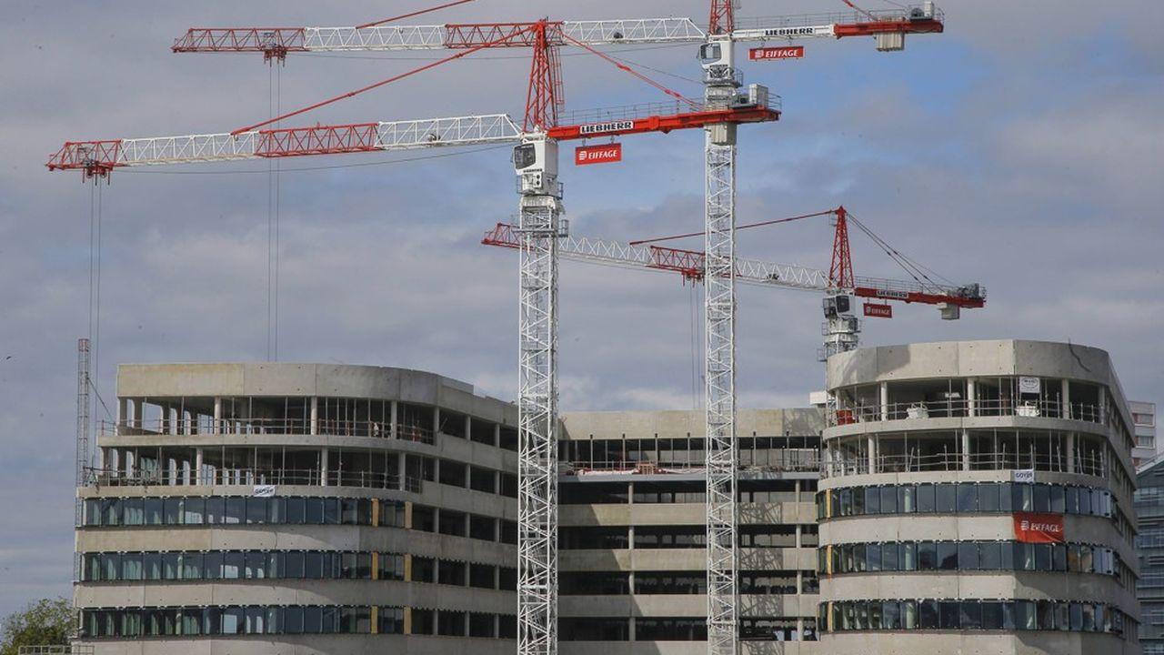 Le secteur du bâtiment a généré plus de 25% des émissions nationales en 2019, en deuxième position après les transports. Avec la RE 2020, «c'est une transformation profonde de la manière de construire qui s'engage», souligne le ministère