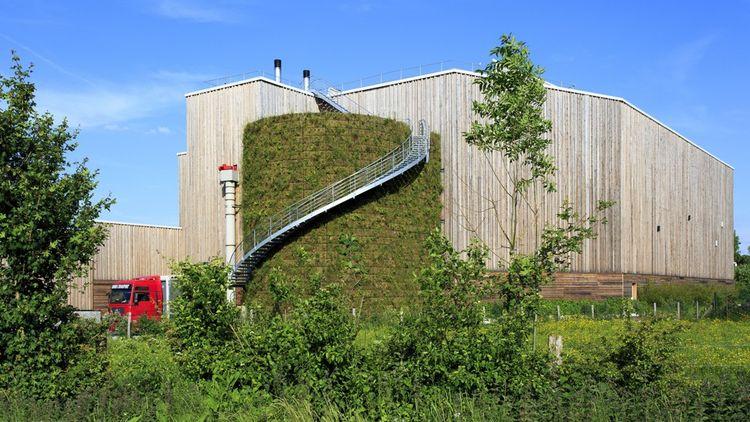Les engagements écologiques du fabricant d'enveloppes Pocheco influencent jusqu'au choix des matériaux de construction pour son usine près de Lille.