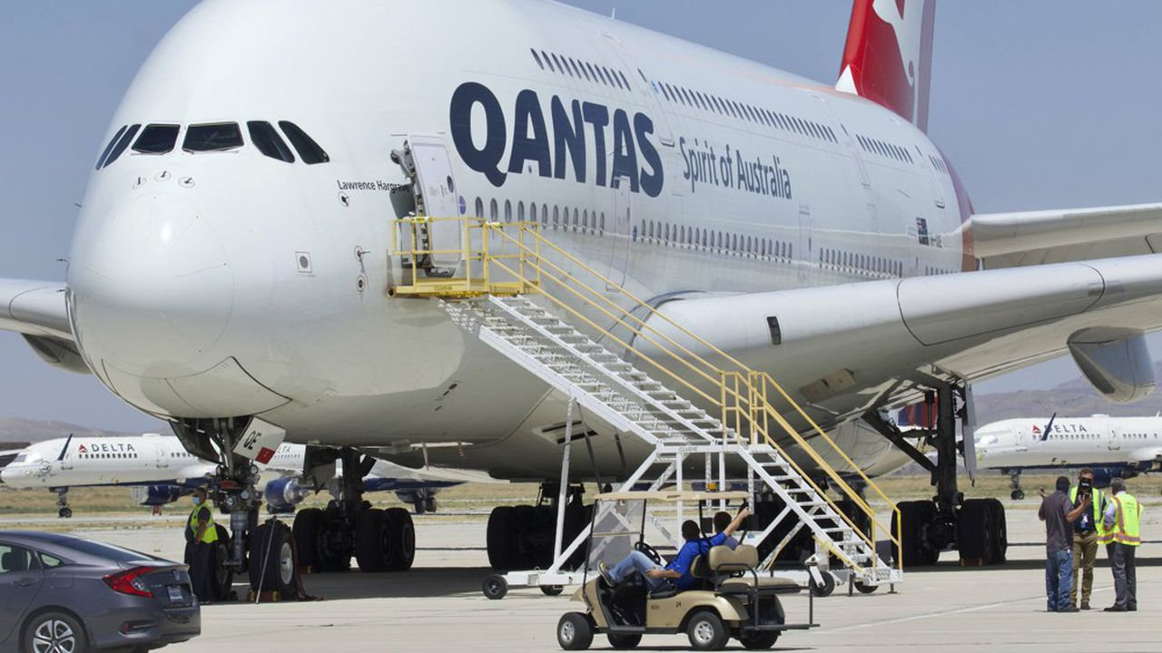 Plombée par la pandémie, Qantas a supprimé 8.500 emplois et cloué au sol plus de 200 avions.