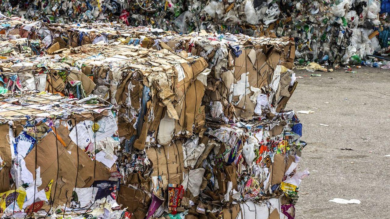 Deuxième syndicat intercommunal de traitement des déchets, le Siredom dispose d'un réseau de 24 déchetteries.