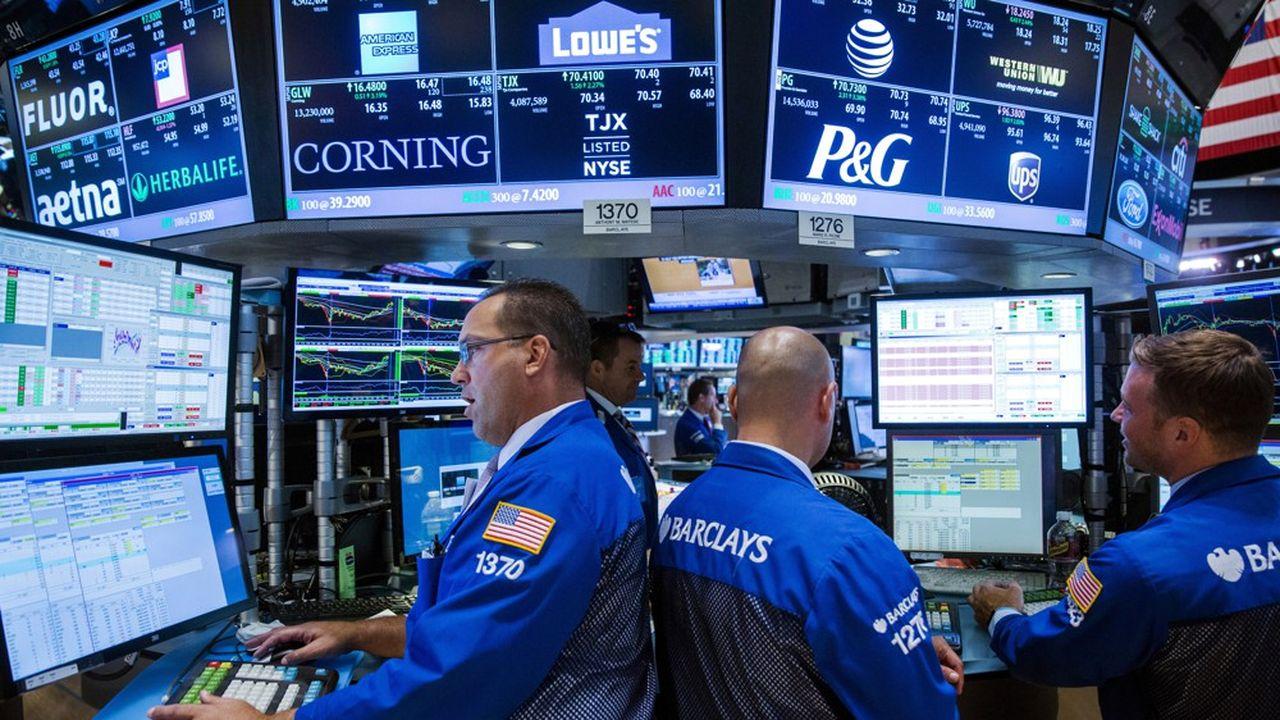 Le célèbre indice Dow Jones a franchi pour la première fois de son histoire le seuil des 30.000 points mardi en séance.