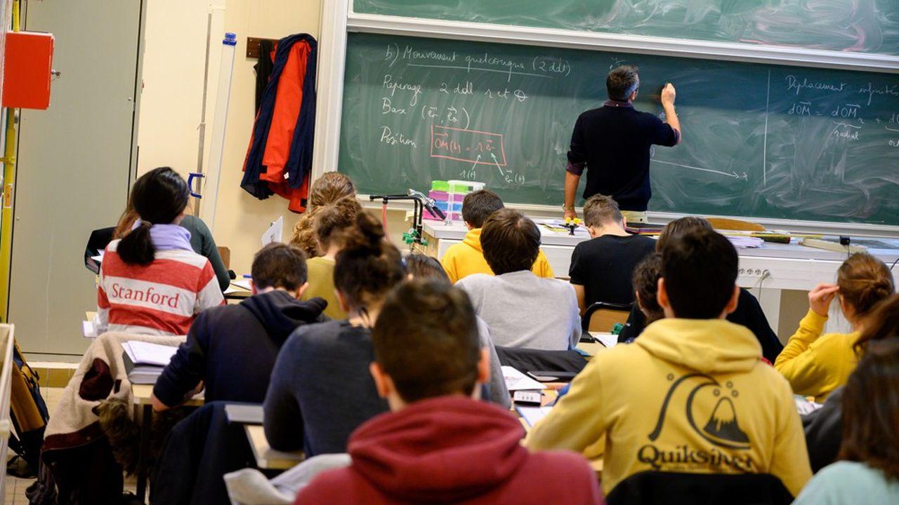 Lycee Louis Le Grand, Paris, 5eme arrondissement. Cours de Physique pour des étudiants de 'maths spé'.