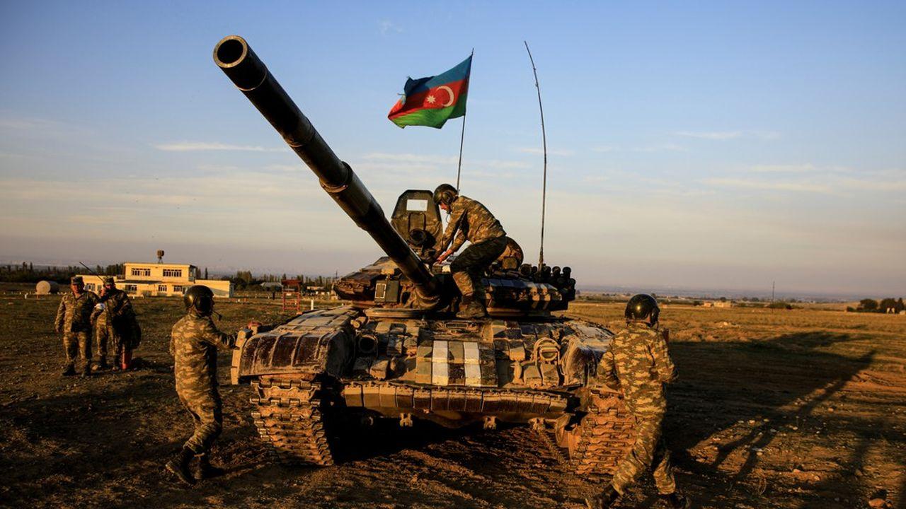 Des recrues azéries s'entraînent avant d'être déployées au Haut Karabakh