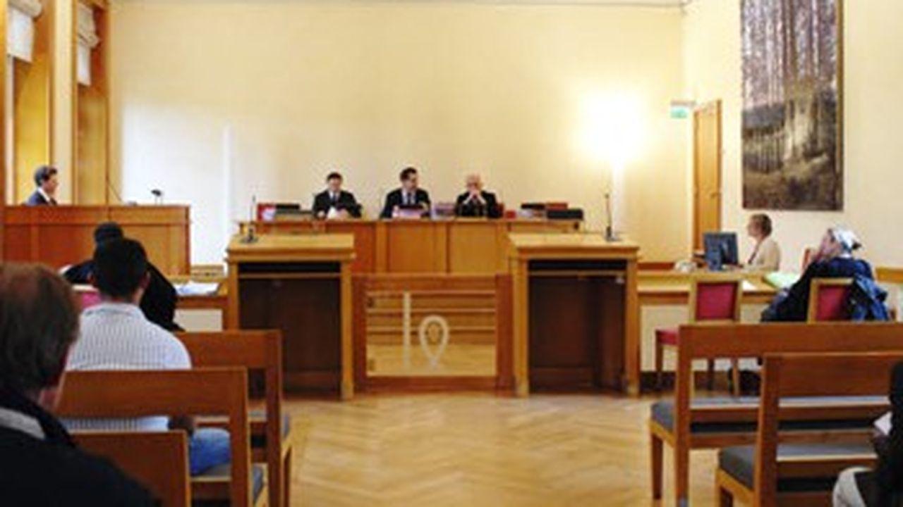 Une séance en tribunal de commerce où sont prononcées des mises en liquidation judiciaire des entreprises.