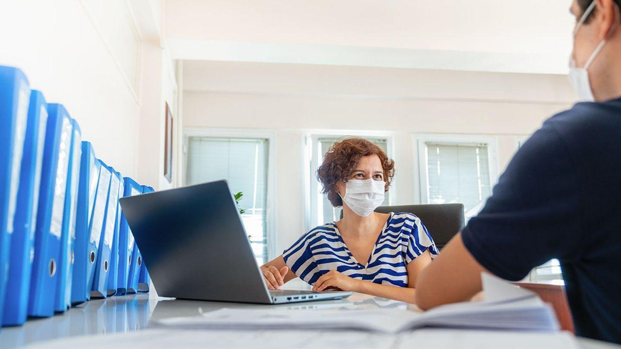 Chaque contrat d'assurance-vie comporte une clause bénéficiaire qui désigne la ou les personnes qui percevront l'épargne disponible.