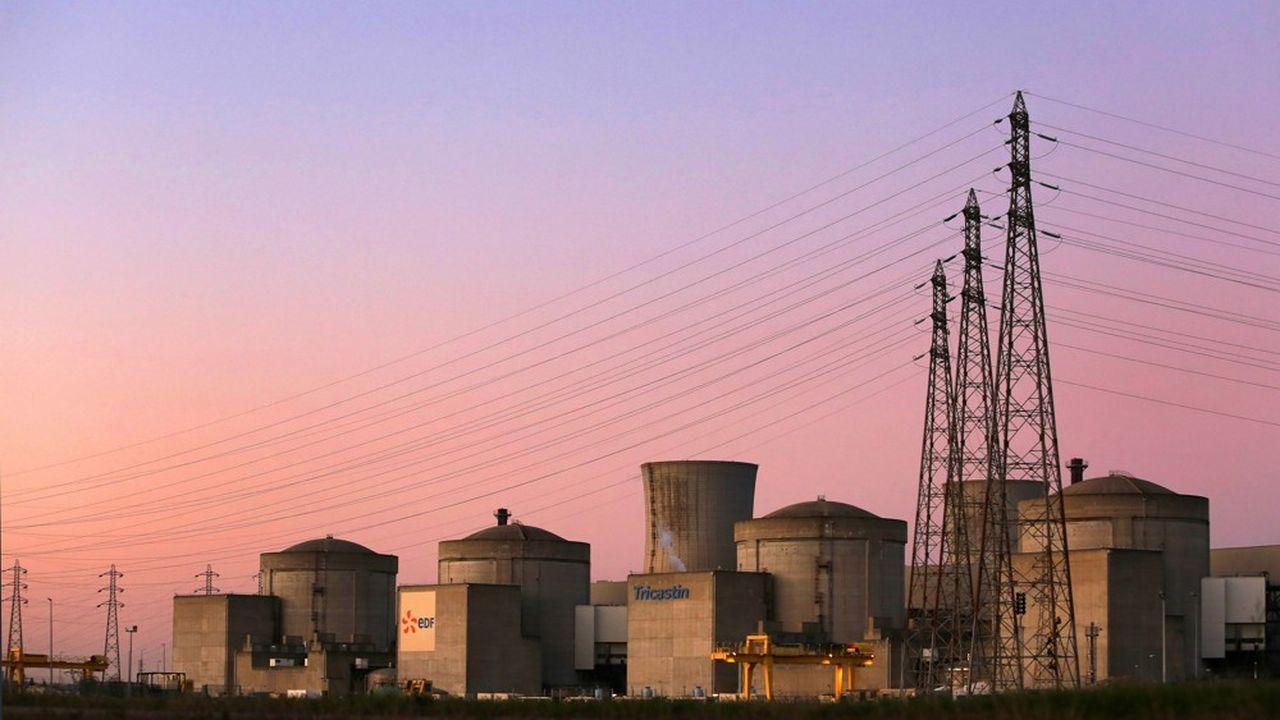 A 13h45, la production nucléaire s'établissait à 42.557 mégawatts (MW) contre 46.954MW à la même heure mercredi, la baisse représentant l'équivalent de quatre réacteurs environ.