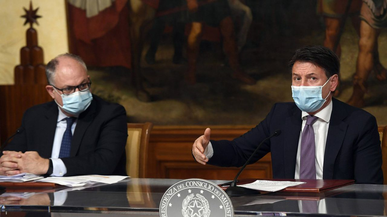 Le ministre italien de l'Economie Roberto Gualtieri et le Premier ministre Giuseppe Conte doivent faire face à l'envol de l'endettement du pays pour cause de lutte contre les effets de la pandémie de Coronavirus.