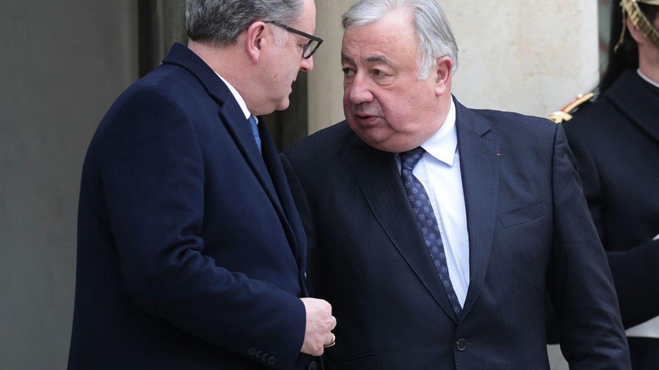 Richard Ferrand (à gauche), présidentde l'Assemblée nationale et proche d'Emmanuel Macron, et Gérard Larcher (à droite), le président du Sénat, se sont déclarés opposés à la mise en place d'une commission pour réécrire l'article24.
