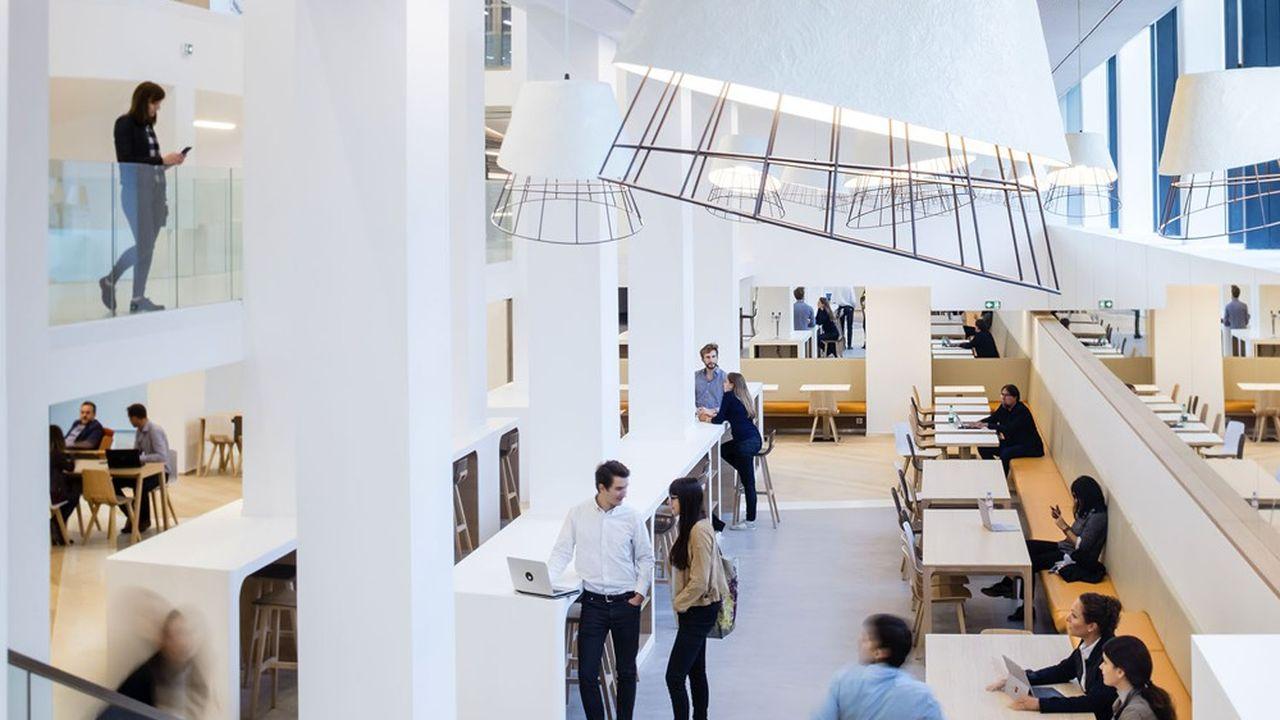 Dans l'immeuble Metropoltan à Paris. Des bureaux nouvelle génération.