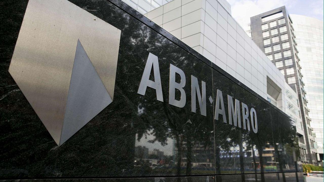 La banque espère économiser 700millions d'euros d'ici quatre ans, pour limiter ses coûts à 4,7milliards d'euros par an.