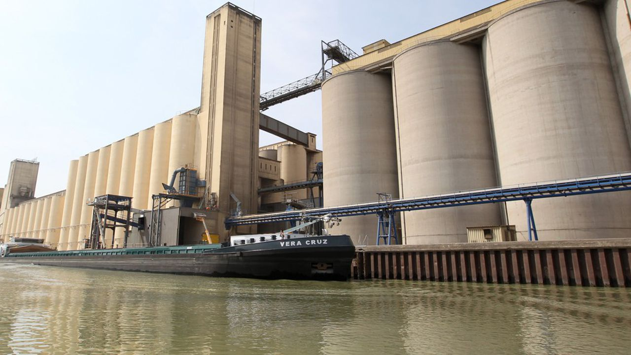 Le port de Metz est le premier port céréalier de France.