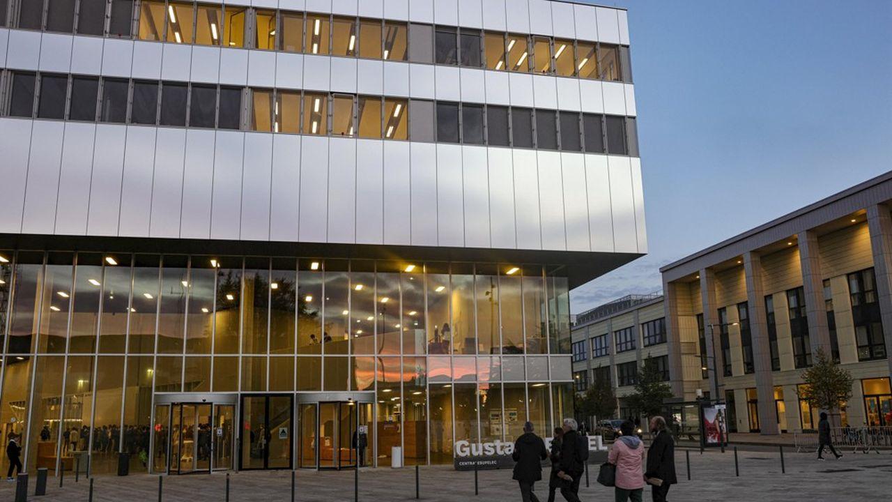 A Saclay, CentraleSupelec a ouvert «La Diagonale», grande artère centrale du bâtiment Eiffel, pour que les élèves puissent «respirer un peu et avoir un réseau de qualité pour travailler».