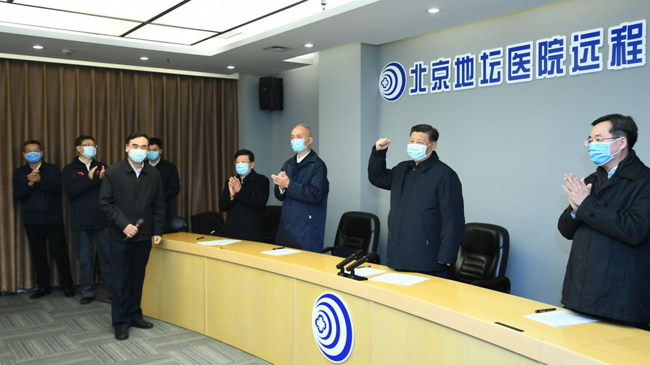 Le 10février 2020, le président Xi Jinping, absent depuis plusieurs jours des médias, réapparaît pour s'adresser par visioconférence au personnel hospitalier de Wuhan, alors que les autorités signalent 2.478 nouveaux cas confirmés dans tout le pays.