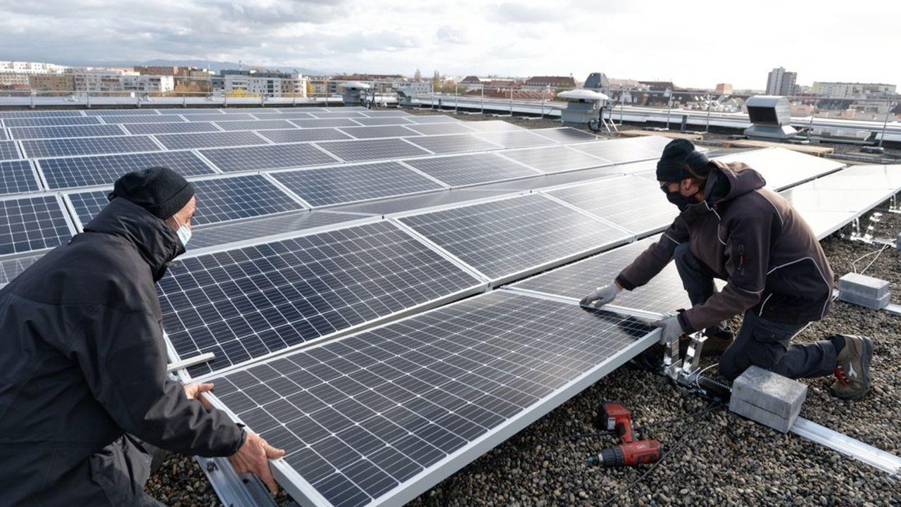La toiture des Archives départementales est recouverte de 600 m² de panneaux photovoltaïques.