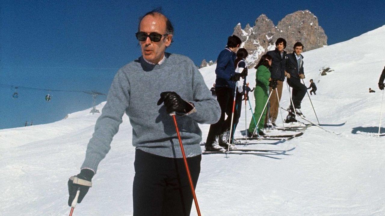 Le president Valéry Giscard d'Estaing sur les pistes de ski de Courchevel. Courchevel, FRANCE - 10/02/1975
