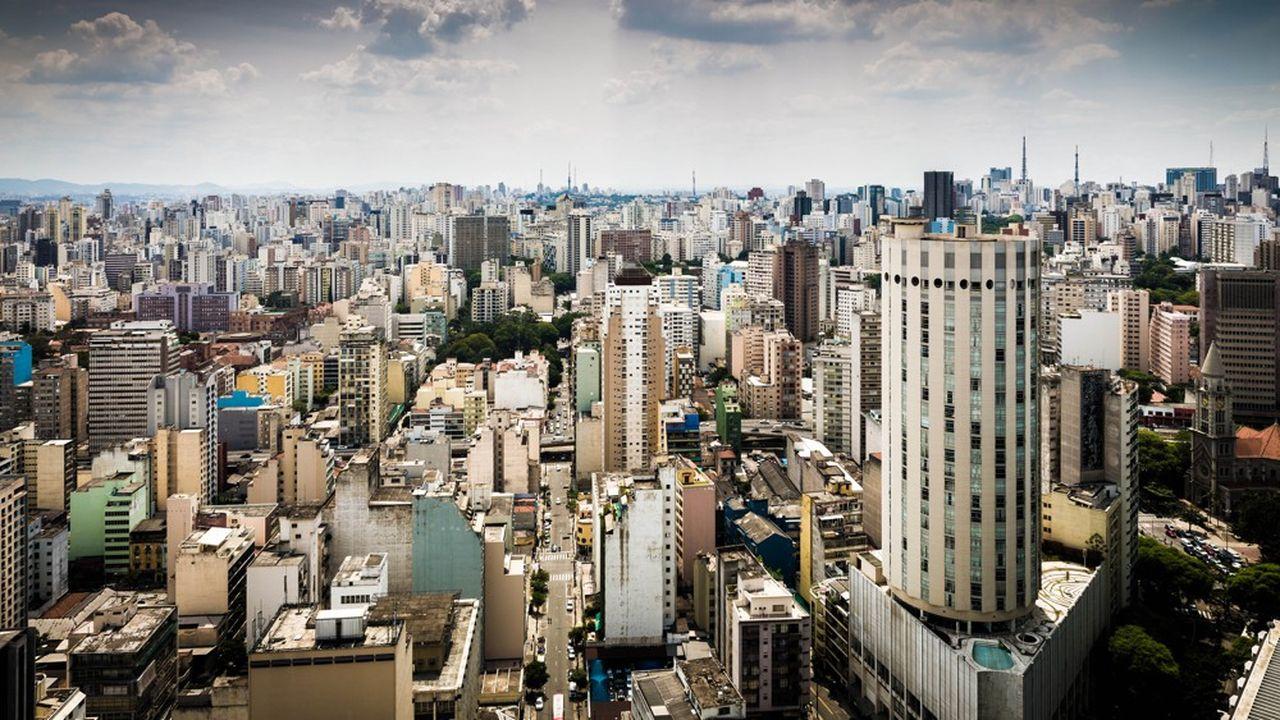 Vue de São Paulo au Brésil. La devise brésilienne, le real, est en recul de plus de 23 % face au dollar, qui s'est lui-même déprécié cette année.