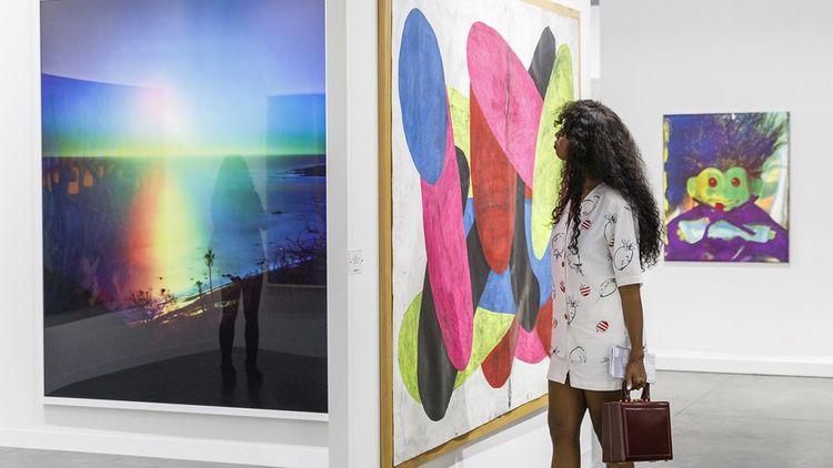 Le stand de la galerie Blum and Poe, à Art Basel Miami Beach 2019. Pour l'édition 2020, les stands sont exclusivement virtuels.