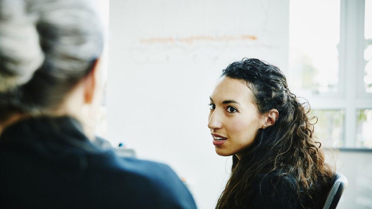 Deux générations de femmes qui sont parvenues à se faire une place en finance témoignent de leur expérience.