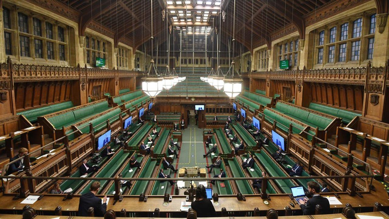 Le parlement britannique s'interroge sur la stratégie choisie pour l'émission d'obligations d'Etat.