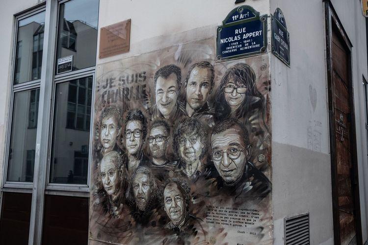 Rue Nicolas Appert (Paris XI), une fresque en hommage aux onze personnes tuées à la rédaction de «Charlie Hebdo»
