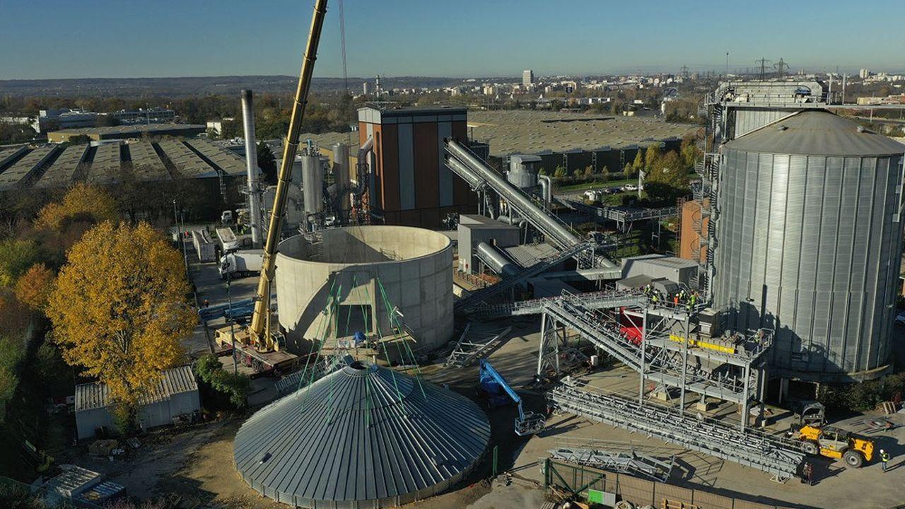 Sur le site des Belllevues, à Cergy (95), CenergY mettra en service un second silo de stockage de bois énergie le 21décembre 2020.