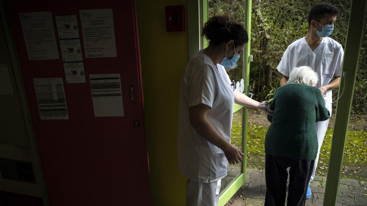 Les pensionnaires en Ehpad sont prioritaires pour la vaccination contre le Covid.
