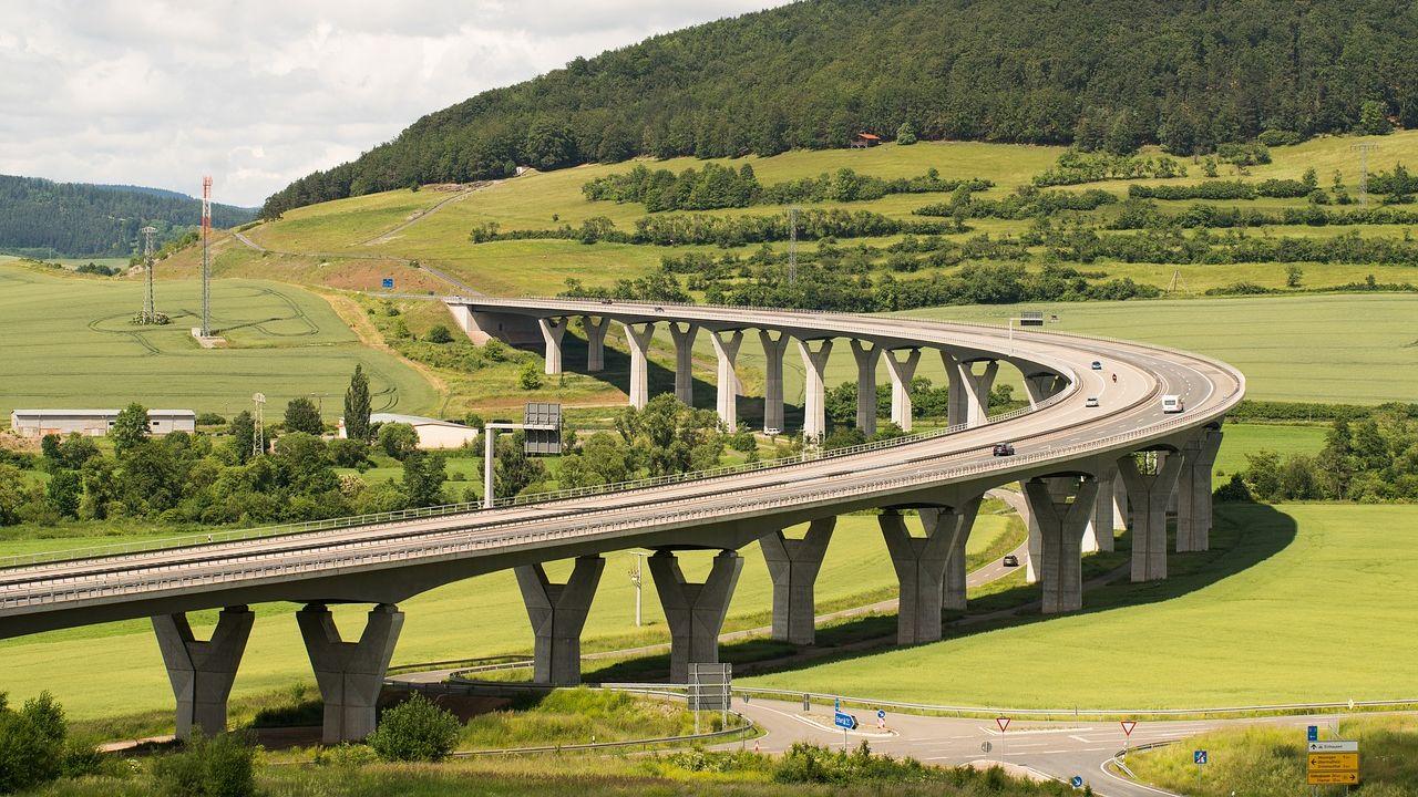 highway-2211588_1280.jpg