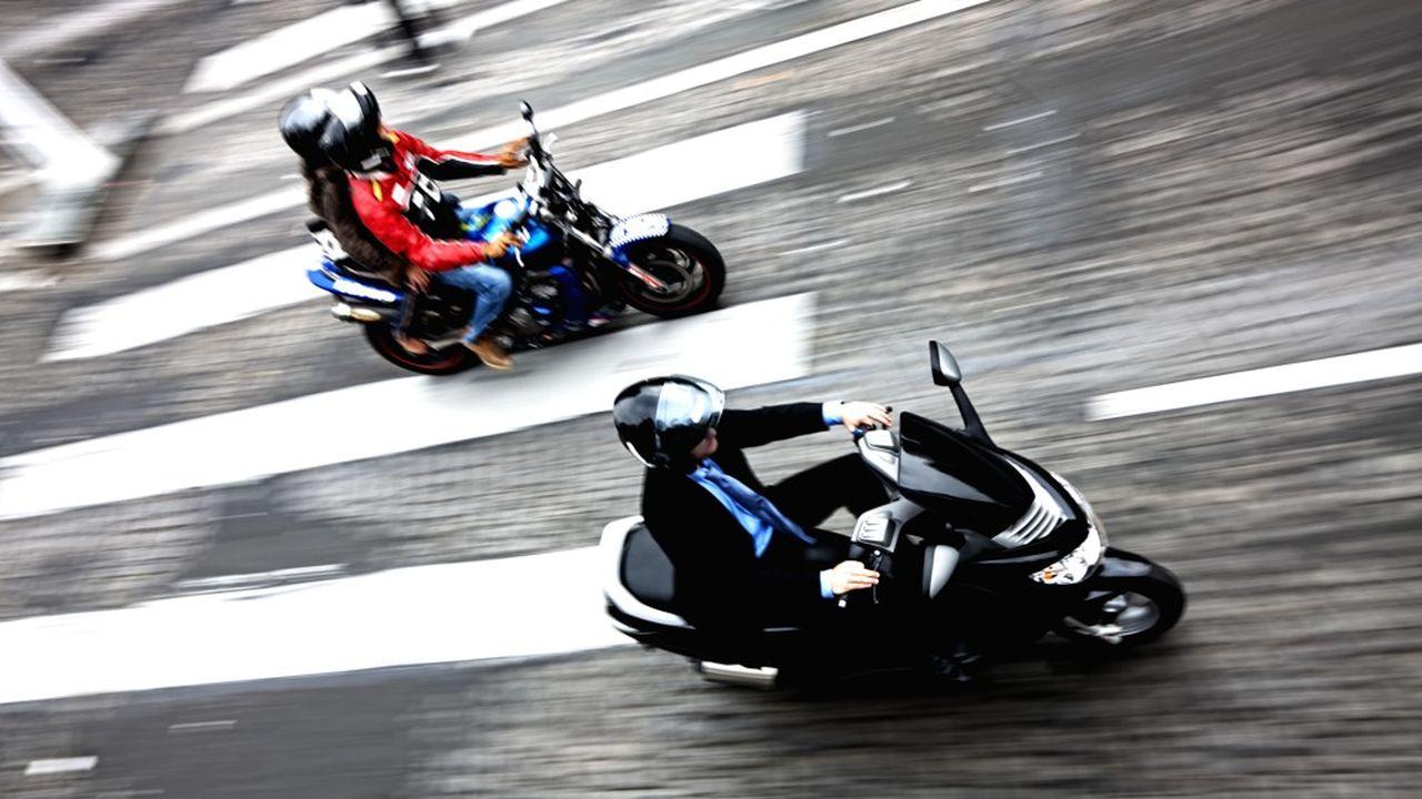 Aujourd'hui, les motos et les scooters peuvent se garer gratuitement à Paris.