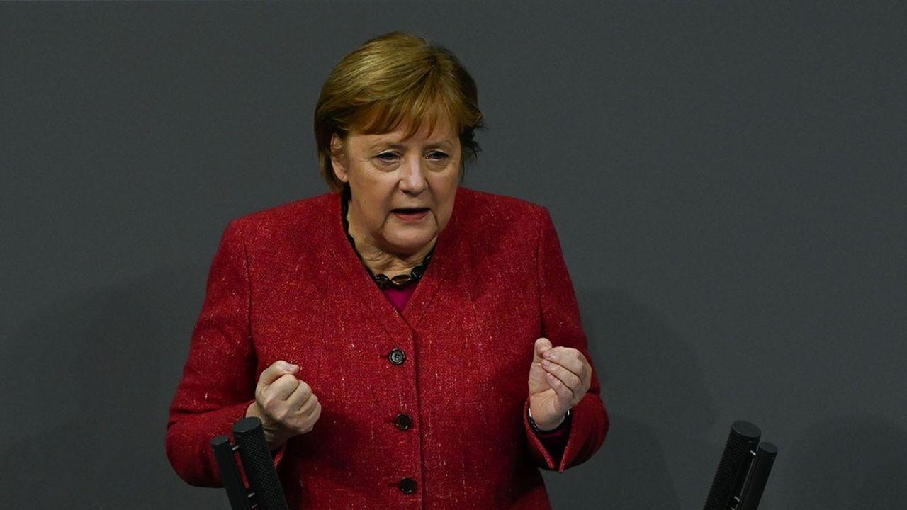«Il faut vraiment prendre au sérieux ce que nous disent les scientifiques», a martelé Angela Merkel au Bundestag mercredi, en rappelant que l'objectif est de retrouver le seuil de 50 infections sur 7 jours pour 100.000 habitants, contre 149 actuellement.