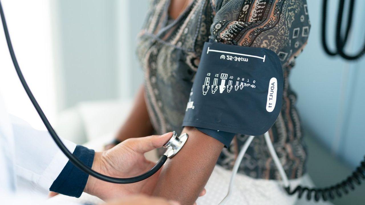 Les visites médicales et de reprise du travail pourront être effectuées par l'un des médecins de ville inscrits sur la liste des «médecins praticiens correspondant».